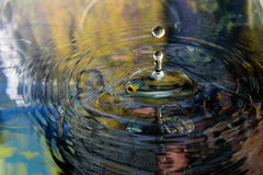 Αντανάκλαση νερού και πτώση νερού Στοκ Φωτογραφίες
