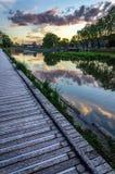 Αντανάκλαση ουρανού ηλιοβασιλέματος στο νερό στο Στρασβούργο Στοκ Εικόνες