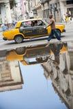 Αντανάκλαση ταξί της Αβάνας Κούβα Lada Στοκ φωτογραφίες με δικαίωμα ελεύθερης χρήσης