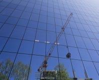 Αντανάκλαση της οικοδόμησης κτηρίου στοκ φωτογραφία με δικαίωμα ελεύθερης χρήσης