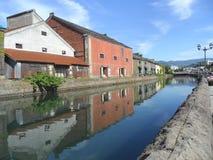 Αντανάκλαση της προηγούμενης αποθήκης εμπορευμάτων κατά μήκος του καναλιού του Οταρού, δημοφιλής έλξη στην πόλη του Οταρού Στοκ Εικόνες