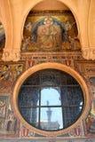 Αντανάκλαση του αγάλματος παπάδων στη πόλη του Βατικανού Στοκ Εικόνες