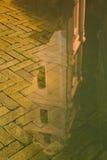 Αντανάκλαση του πύργου Sts. Εκκλησία Johns σε Vilnius Στοκ φωτογραφίες με δικαίωμα ελεύθερης χρήσης