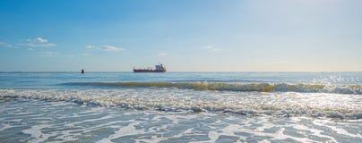 Αντανάκλαση του φωτός του ήλιου στην επιφάνεια της θάλασσας Στοκ εικόνες με δικαίωμα ελεύθερης χρήσης