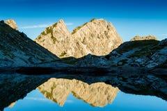 Αντανάκλαση των βουνών Στοκ εικόνα με δικαίωμα ελεύθερης χρήσης