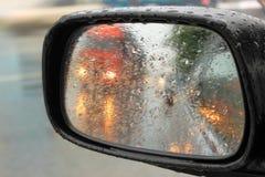 Αντανακλάσεις στον καθρέφτη sideview Στοκ φωτογραφία με δικαίωμα ελεύθερης χρήσης