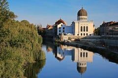 Αντανακλάσεις στον ποταμό σε Oradea στοκ εικόνα
