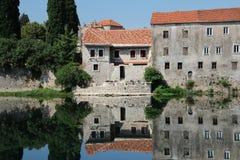 Αντανακλάσεις στον ποταμό, Bosna και Hercegovina Trebinje στοκ εικόνες με δικαίωμα ελεύθερης χρήσης