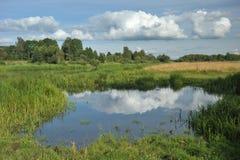 αντανακλάσεις σύννεφων Στοκ φωτογραφίες με δικαίωμα ελεύθερης χρήσης