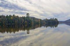 Αντανακλάσεις αριθ. νερού λιμνών Adirondack φθινοπώρου 13 Στοκ Φωτογραφίες