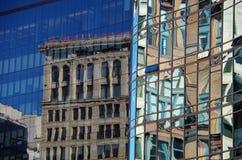 Αντανακλάσεις αρχιτεκτονικής γυαλιού NYC Μανχάταν Στοκ φωτογραφία με δικαίωμα ελεύθερης χρήσης