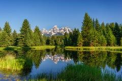 Αντανακλάσεις βουνών στο νερό Στοκ εικόνες με δικαίωμα ελεύθερης χρήσης