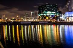 Αντανακλάσεις νύχτας σε ένα γρήγορο νερό Στοκ εικόνα με δικαίωμα ελεύθερης χρήσης