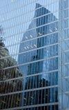 Αντανακλάσεις οικοδόμησης στους τοίχους γυαλιού στην οδό Burrard Στοκ φωτογραφία με δικαίωμα ελεύθερης χρήσης
