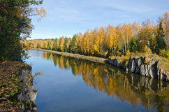 Αντανακλάσεις πτώσης στο νερό Στοκ φωτογραφία με δικαίωμα ελεύθερης χρήσης