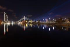 Αντανακλάσεις πόλεων νύχτας στον ποταμό Στοκ Εικόνα