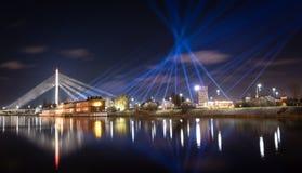 Αντανακλάσεις πόλεων νύχτας στον ποταμό Στοκ φωτογραφίες με δικαίωμα ελεύθερης χρήσης