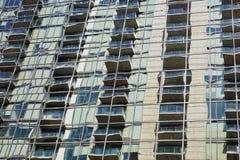 Αντανακλάσεις στα παράθυρα γυαλιού γραφείων Στοκ Εικόνες