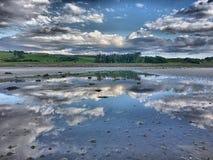 Αντανακλάσεις σύννεφων στοκ εικόνες με δικαίωμα ελεύθερης χρήσης