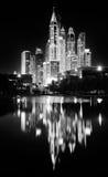 Αντανακλάσεις των πύργων μαρινών του Ντουμπάι, Ντουμπάι, Ηνωμένα Αραβικά Εμιράτα Στοκ εικόνες με δικαίωμα ελεύθερης χρήσης