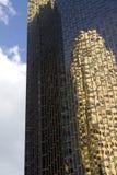 Αντανακλαστικός ουρανοξύστης Στοκ Εικόνα