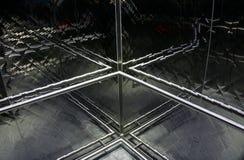 Αντανακλαστικός σταυρός ανελκυστήρων Στοκ Φωτογραφίες