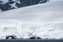 Ανταρκτικοί πάγος, χιόνι και βουνά Στοκ Φωτογραφία