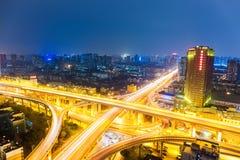 Ανταλλαγή πόλεων τη νύχτα στοκ εικόνες
