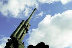 Αντιαεροπορική άποψη υποβάθρου ουρανού πυροβόλων Στοκ Εικόνες