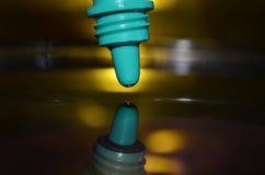 αντιβιοτική dropper εμπορευματοκιβωτίων κινηματογραφήσεων σε πρώτο πλάνο ιατρική Στοκ Φωτογραφία