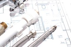 Αντικατάσταση των εξαρτημάτων υδραυλικών engineering Στοκ Εικόνες