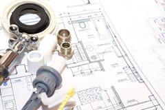 Αντικατάσταση των εξαρτημάτων υδραυλικών στοκ εικόνα με δικαίωμα ελεύθερης χρήσης