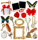 Αντικείμενα για το λεύκωμα αποκομμάτων το ρολόι, κλειδί, πλαίσιο φωτογραφιών, πεταλούδα, αυξήθηκε Στοκ Φωτογραφία