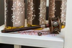 Αντικείμενα θέματος SPA με το άλας λουτρών και το έλαιο Aromatherapy Στοκ Φωτογραφία