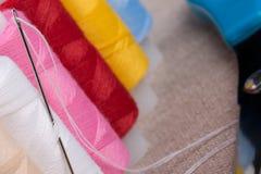 αντικείμενα που ράβουν το νήμα στροφίων στοκ φωτογραφίες