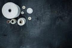 αντικείμενα που ράβουν το νήμα στροφίων Στοκ Φωτογραφία