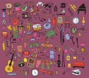 Αντικείμενα που τίθενται εγχώρια στη βιολέτα. Στοκ εικόνα με δικαίωμα ελεύθερης χρήσης