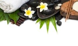 Αντικείμενα SPA με το κερί και την πετσέτα έτοιμα για τη θεραπεία στοκ φωτογραφία με δικαίωμα ελεύθερης χρήσης