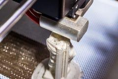 Αντικείμενο εκτύπωσης σε έναν βιομηχανικό τρισδιάστατο εκτυπωτή Στοκ Φωτογραφία