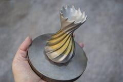 Αντικείμενο που τυπώνεται από τη σκόνη μετάλλων στον τρισδιάστατο εκτυπωτή μετάλλων στοκ εικόνες