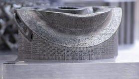 Αντικείμενο που τυπώνεται στον τρισδιάστατο εκτυπωτή μετάλλων r στοκ εικόνα με δικαίωμα ελεύθερης χρήσης