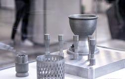 Αντικείμενο που τυπώνεται στον τρισδιάστατο εκτυπωτή μετάλλων r στοκ φωτογραφία