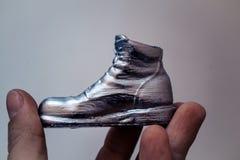 Αντικείμενο υπό μορφή μπότας που τυπώνεται σε έναν τρισδιάστατο εκτυπωτή και που καλύπτεται με το σμάλτο στοκ εικόνες