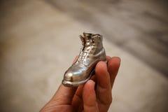 Αντικείμενο υπό μορφή μπότας που τυπώνεται σε έναν τρισδιάστατο εκτυπωτή και που καλύπτεται με το σμάλτο στοκ εικόνα με δικαίωμα ελεύθερης χρήσης