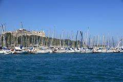 ΑΝΤΙΜΠΕΣ, ΓΑΛΛΙΑ - 27 ΑΥΓΟΎΣΤΟΥ 2014: Βάρκες, γιοτ του λιμένα Vauban Στοκ Εικόνες