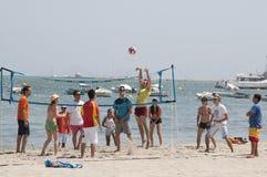 Αντιστοιχία πετοσφαίρισης στην παραλία Στοκ Εικόνες