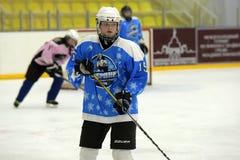 Αντιστοιχία χόκεϋ πάγου κοριτσιών Στοκ εικόνα με δικαίωμα ελεύθερης χρήσης