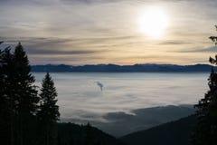 Αντιστροφή σύννεφων από τα βουνά Σλοβακία στοκ εικόνες