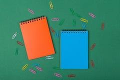 αντι γραφείο άλλα sharpener ψαλιδιού stapler χαρτικά στοκ εικόνα