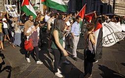 Αντι-ισραηλινή διαμαρτυρία στο στρατιωτικό χτύπημα του Γάζα τελών Στοκ Φωτογραφίες